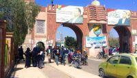 الميليشيات الحوثية تطرد أكاديميين بجامعة صنعاء وعوائلهم من مساكنهم وتستولي عليها بعد نهبها